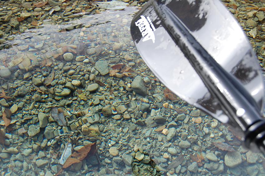 九頭竜湖でカヤック