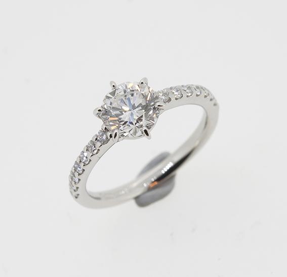お母様の使わなくなったダイヤリングを息子さんの婚約指輪に・・・
